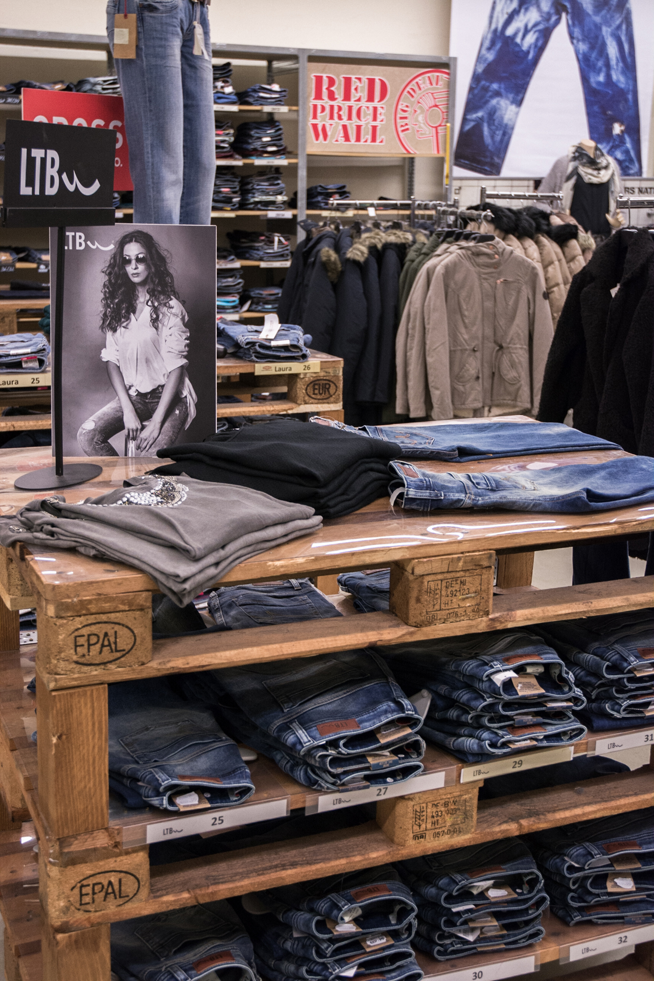 Big Deal Jeans Raisdorf Innenansicht